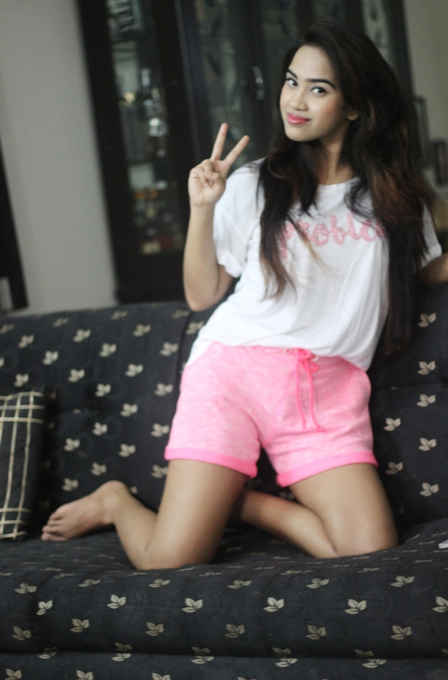 Ankita Bardhan, minimal fashion, athleisure, FBB shorts, Mango tee, white tee, neon pink shorts, pink shorts, drop the pants, comfy style, summer fashion 2017